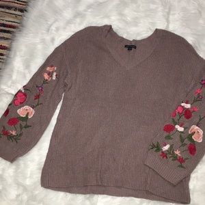 Embroidered sleeve American Eagle sweater
